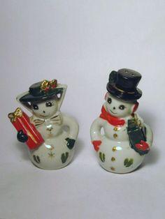 Vintage Christmas Mr & Mrs Snowman porcelain figurine Salt and Pepper Shakers Japan Presents Gold Trim