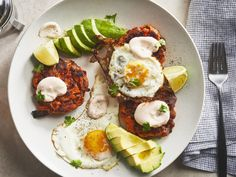 Sweet Potato Cakes with Fried Eggs, Avocado, and Sriracha-Lime Crema Best Slow Cooker, Slow Cooker Recipes, Herb Bread, Cheeseburger Soup, Individual Cakes, Fall Dishes, Juicy Steak, Potato Cakes, Mashed Sweet Potatoes