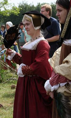 Silk Henrician Tudor gown (side closure) made by Ninya Mikhaila from: http://www.flickr.com/photos/corsetkitten/3669017553/in/set-72157620692256086
