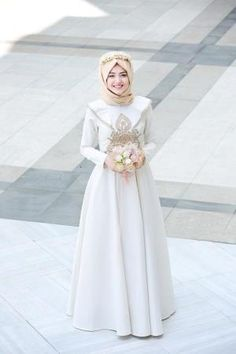 Choosing the place for your wedding ceremony can be just as crucial as deciding on the reception site. Muslimah Wedding Dress, Hijab Style Dress, Muslim Wedding Dresses, Muslim Brides, Muslim Dress, Bridal Dresses, Hijab Chic, Muslim Girls, Muslim Women