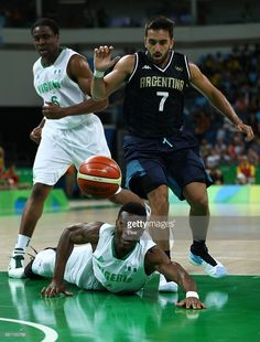 Chamberlain Oguchi of Nigeria falls to the court against Facundo Campazzo  of Argentina during a Men s. Jogos De BasqueteJogos OlímpicosBrasilArgentina bc62c0bcd2535