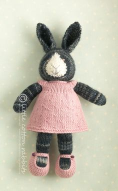 little cotton rabbits shop: Josette her dolls go quickly, but she offers free patterns! Knitted Stuffed Animals, Knitted Bunnies, Knitted Animals, Knitted Dolls, Bunny Rabbits, Doll Patterns, Knitting Patterns, Crochet Patterns, Knit Or Crochet