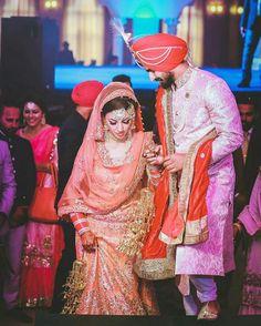ਤੇਰੇ ਹਰ ਇਕ ਪਲ ਨੂੰ ਮੈ ਅਪਣਾ ਬਣਾ ਲਵਾਂ, ਸਾਰੀ ਉਮਰ ਆਪਣੀ ਤੇਰੇ ਨਾ ਲਵਾ ਦਵਾਂ ❤ Indian Wedding Couple, Indian Wedding Outfits, Wedding Couples, Cute Couples, Wedding Bride, Punjabi Couple, Punjabi Bride, Punjabi Wedding, Designer Bridal Lehenga