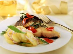 Karpfen mit Kartoffelsalat ist ein Rezept mit frischen Zutaten aus der Kategorie Kartoffelsalat. Probieren Sie dieses und weitere Rezepte von EAT SMARTER!
