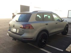 In addition to installing a custom matte metallic gray wrap on his new Touareg, our team helped Mel find the exact custom wheels for his new ride. Vw Toureg, Touareg Vw, Custom Wheels, Vw Tiguan, Cars And Motorcycles, Cool Cars, Metallic, Gray, Vehicles
