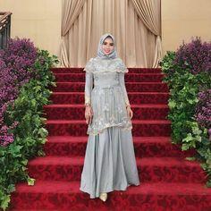 65 Ideas For Bridal Wear Pattern Hijab Prom Dress, Dress Brukat, Kebaya Dress, Dress Pesta, Muslim Dress, Tulle Dress, Kebaya Brokat, Kebaya Muslim, Simple Long Dress