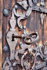 In this pin, an old door is depicted with a skeleton key in its lock. I chose this pin for Patsy Henry because she had to lock her own mother in the basement of her house. Back in the doors most likely would've looked similar to this. Les Doors, Windows And Doors, Cool Doors, Unique Doors, Antique Keys, Vintage Keys, Antique Hardware, Vintage Door Knobs, Door Knobs And Knockers