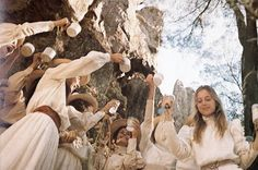Australia's Foxtel has greenlit a drama series based on the novel by Joan Lindsay Picnic At Hanging Rock which Peter Weir turned into a classic 1975 film. Dramas, Rock Costume, Peter Weir, Books To Read Before You Die, Picnic At Hanging Rock, The Rocky Horror Picture Show, Princess Aesthetic, Film Inspiration, Star Wars