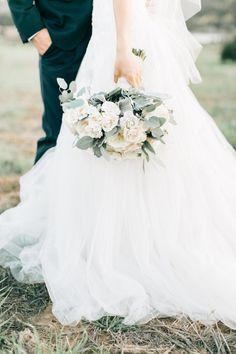 Al fresco white rose bouquet: http://www.stylemepretty.com/california-weddings/silverado/2016/05/10/whimsical-al-fresco-vineyard-wedding/ | Photography: Jenna Bechtholt - http://jennabechtholtphotography.pixieset.com/