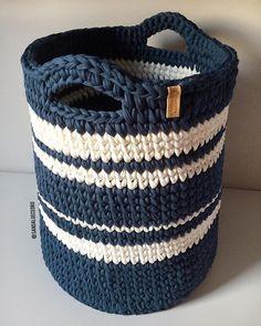 327 likes 9 comments Crochet Storage, Crochet Diy, Crochet Home, Crochet Gifts, Crochet Quilt Pattern, Crochet Basket Pattern, Crochet Stitches, Crochet Patterns, Crochet Patron