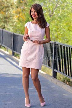 """La vida en rosa! Coqueto y dulce nuestro vestido """"Mariana"""" también en rosita. Eternas prendas femeninas indispensables en primavera. ➡Tallas S,M,L y XL. 39.99€➡ #modaprimavera #modamujer #vitsteconamelia"""