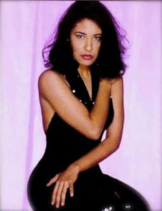 Selena Quintanilla Perez, Selena Selena, Divas, Poses, Queen, People, Beauty, Dresses, Fashion