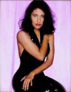 Selena Quintanilla Perez, Selena Selena, Divas, Poses, Queen, Outfits, Beauty, Black, Dresses