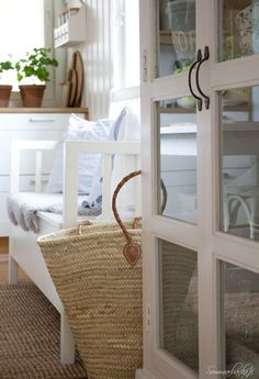 Sommarbacka Crazy Day, White Cottage, Beach House Decor, Home Decor, Beach Cottages, Summer Time, Sweet Home, In This Moment, Linens