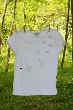 T-SHIRT origami uccelli in volo dipinta a mano handmade handpainted di LilyWallaceSHOP su Etsy