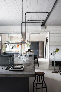 お宅拝見:スウェーデンの元工場を改装したインダストリアルな北欧お宅   海外インテリアブログ紹介