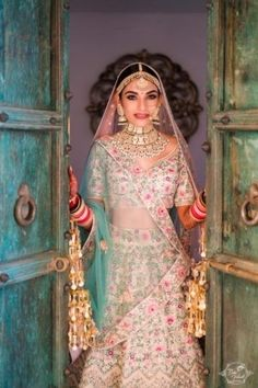 An Elegant Udaipur Wedding With Pastel Theme & A Poolside Mandap | WedMeGood