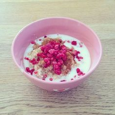 Bild über We Heart It https://weheartit.com/entry/167977281/via/32445703 #body #breakfast #diet #fitness #food #healthy #milk #muesli #nuts #pink #raspberry #fitnessmotivation