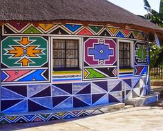 Esther Mahlangu will paint two mural-scale works, which will serve as a gateway to the museum's African Art Gallery. African Hut, African Logo, Decoration Restaurant, World Crafts, South African Artists, Art Brut, African Design, Museum Of Fine Arts, Artist Painting