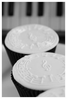 Springerle music cupcakes, close up.