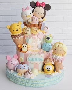 Your child has chosen his favorite Disney characters of the time, and you are looking for ideas for Tsum Tsum party? Disney Desserts, Cute Desserts, Disney Cakes, Disney Food, Disney Ideas, Disney Cake Pops, Tsum Tsum Party, Disney Tsum Tsum, Tsum Tsum Birthday Cake