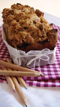 Crumble cake aux framboises ! Sweet Cakes, Sweet Bread, Cake Recipes, Muffin, Favorite Recipes, Sweets, Chocolate, Baking, Breakfast