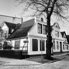 december #silence #endoftheyear #streetview #ig_germany #architecture #warnemünde #rostock #buildingsofwarnemünde  (hier: Warnemünde)