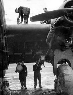 Handley Page Halifax, Radial Engine, Lancaster, Air Force, Aviation, Nostalgia, History Pics, Stirling, Airplane