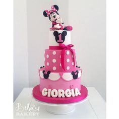 Minnie Mouse Cake - bellasbakery