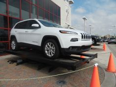 Jeep rotating 360 degrees using the Auto Rotating Display 2 feet turntable.