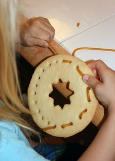 Lacing Real cookies..what a great idea and the kids can really get involved!  http://www.filthwizardry.com/2009/11/lacing-cookies.html