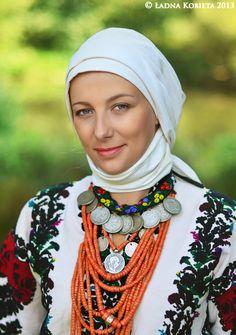 Borshiv | Ładna Kobieta   Models: Inna Goch, Daryna Goch Location: Ternopil Requisite: Vira Matkovska