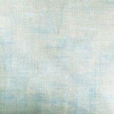Diseño de colores lisos con textura de yeso celeste claro en este papel pintado de la colección Windsor XII de Parati.