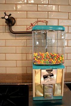 vintage gumball machine by lakbdesign/fergusandme, via Flickr Love the vintage teal!