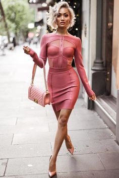 Valentines Day dresses are not so easy to pick, and we can help you. Click to see the trendiest red and pink dresses and catch the inspiration for your spring outfits!