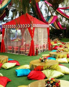 Let's jump to the list of off-beat Mehndi ceremony decoration ideas, that will lit up your decor in the best way, unique mehndi decor ideas Indian Wedding Theme, Desi Wedding Decor, Wedding Hall Decorations, Marriage Decoration, Wedding Mandap, Wedding Receptions, Wedding Ideas, Arch Decoration, India Wedding