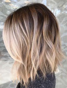 Beautiful smudged, blended balayage with the most perfect root fading into blonde. Love these beach waves and this lob haircut to further flatter this gorgeous color technique.You are in the right place about fancy hair styles Here we offer you the m Thin Hair Haircuts, Cool Haircuts, Short Hair Cuts, Short Hair Styles, Pixie Haircuts, Lob Haircut Thin, Lob Haircut 2018, Choppy Bob Hairstyles, Blonde Hair With Roots