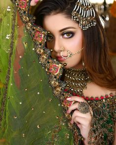 Awesome Bridal Photoshoot of Alizeh Shah for Kashees Pakistani Bridal Hairstyles, Pakistani Bridal Makeup, Bridal Mehndi Dresses, Pakistani Wedding Dresses, Bridal Photoshoot, Bridal Shoot, Indian Bridal Photos, Asian Bridal, Bridal Photography