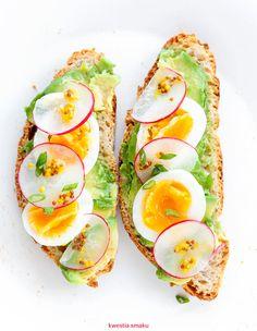 The perfect breakfast involves eggs, avocado and toast Breakfast Bowls, Breakfast Recipes, Breakfast Energy, Breakfast Ideas, Best Avocado Toast Recipe, Avocado Health Benefits, Quick Healthy Breakfast, Perfect Breakfast, Avocado Toast