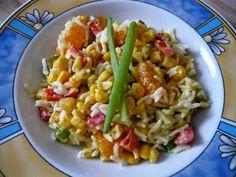 Jessi verputzte zunächst einen bunten Reissalat...  http://beveggie-goingvegan.blogspot.de/2014/11/vegan-wednesday-116.html