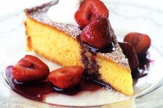 Quick almond cake with strawberries in red wine - delicious.