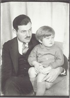 Man Ray- Ernest Hemingway et son fils John (Bumby), vers 1927 Ernest Hemingway, The Sun Also Rises, Nobel Prize In Literature, Famous Poets, People Of Interest, Book People, Famous Couples, Famous Photographers, Man Ray