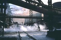 Hiroji Kubota CHINA. 1981. Anshan. Liaoning. Anshan was the center of steel production even before the Liberation.