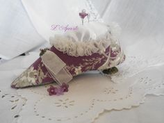Grand soulier pique épingle. Needles, shoes, ribbon Shabby Chic