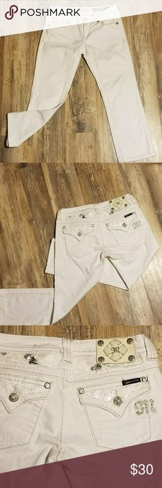 "⚘MISS ME BUCKLE WHITE CUFFED CAPRIS. ⚘MISS ME BUCKLE WHITE CUFFED CAPRIS. CUTE SEQUIN BACK DETAIL. GOOD PREOWNED CONDITION. STRETCH FOR THE PERFECT FIT. A MUST HAVE FOR YOUR SPRING AND SUMMER WARDROBE! INSEAM 19.5"" Miss Me Jeans Ankle & Cropped"