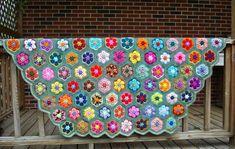 Seguindo com Colchas e Mantas hoje trouxe   umas achadas na net vejam que lindas   Na série sobre decoração em crochê                     ...