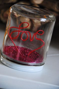 oh man I am so making this, a jar of love (MEANING GLITTER!)  It doesn't get any better in my opinion...