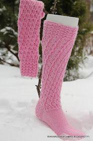 Puutarha, kissa, käsityöt ja askartelu sekä kirjallisuus My Socks, Boot Socks, Knitting Socks, Knitted Hats, Knitting Ideas, Knee High Socks, Kissa, Handicraft, Mittens