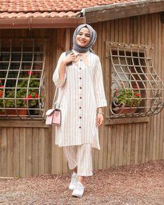 Image may contain: 1 person Iranian Women Fashion, Muslim Fashion, Modest Fashion, Fashion Outfits, Pakistani Dresses Casual, Pakistani Dress Design, Hijab Fashion Inspiration, Mode Inspiration, Hijab Fashionista