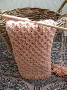 Pour tricoter l'écharpe merveilleuse, vous devrez tricoter avec 3 aiguilles…